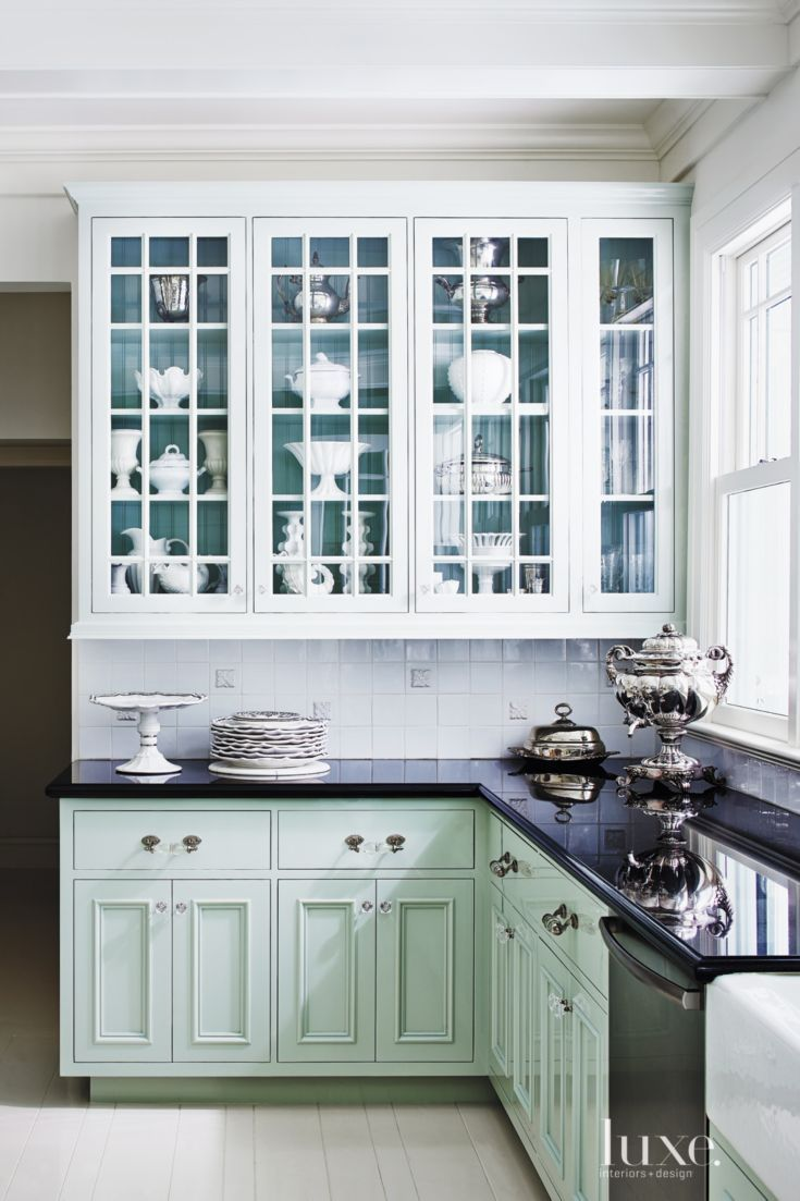 A coat of high gloss oil benjamin moore paint in turquoise for Modern victorian kitchen design