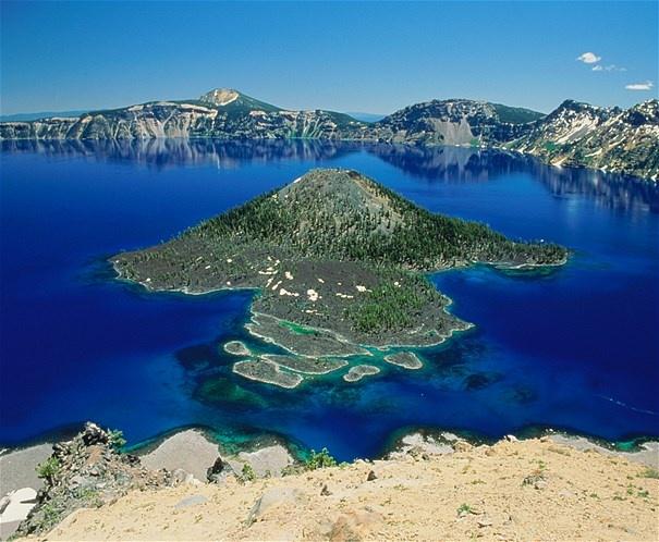 Imagem: Lago Crater-Oregon,EUA (© A  L Sinibaldi/Stone/Getty Images)