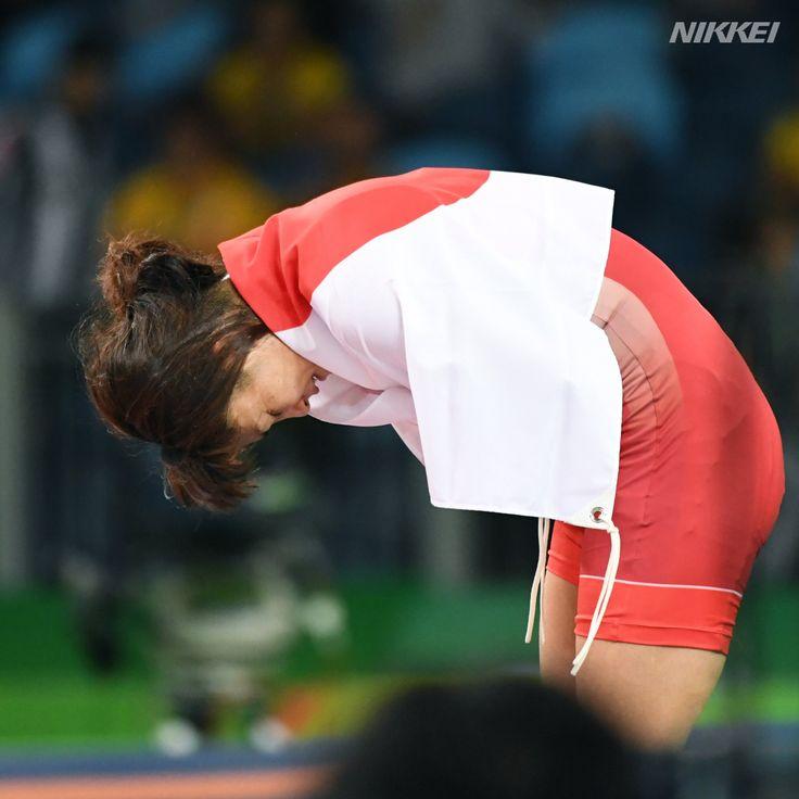 #リオ五輪】史上初の4連覇を果たした女子 #レスリング 58㌔級で #伊調 選手。マットに深々と一礼しました(柏)http://bit.ly/2aCjDN2  #rio2016 #olympics #リオ2016