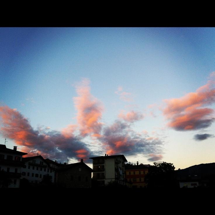 Non è colpa mia se vivo in un posto che mi regala tramonti così...#cadore #belluno #dolomiti
