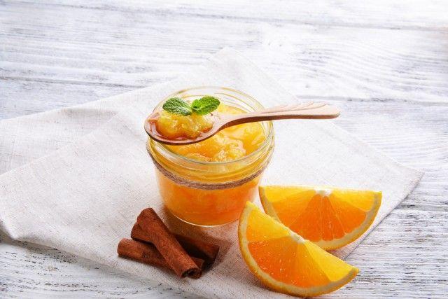 La ricetta per preparare in casa la marmellata di arance, deliziosa anche con i formaggi