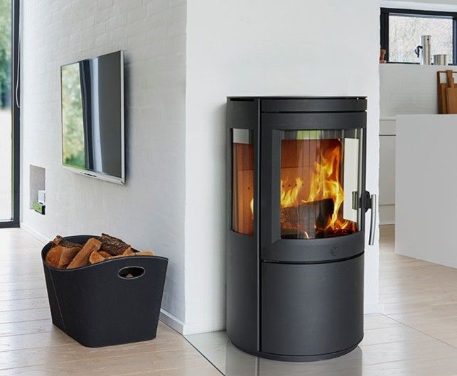 Mangler du også en brændeovn? Så find inspiration på billigbrænde.nu, klik på fotoet og læs mere.