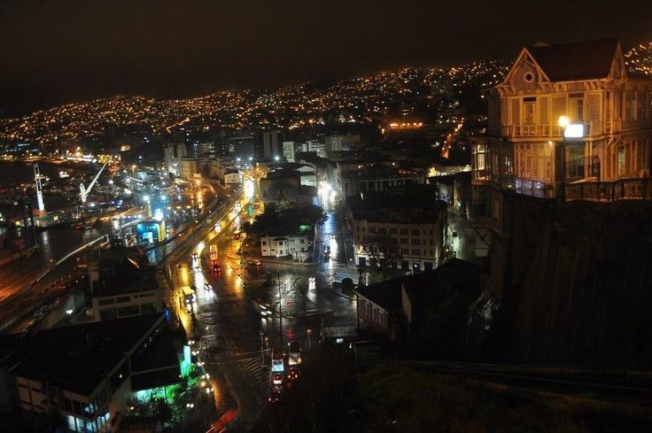 Valparaiso, nocturno. Foto de la Carola.