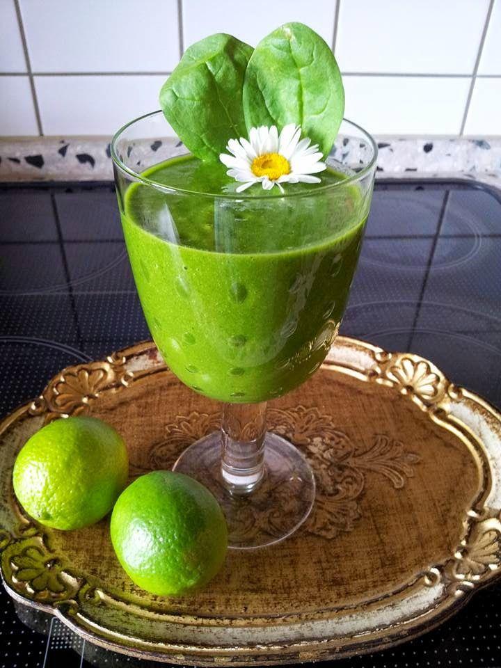 Sięgnij po zdrowie: Trzydzieści przepisów na zielone szejki słodkie jabłko truskawki maliny dojrzałe banany woda 2 duże owoce mango 1 pęczek pietruszki woda 2 słodkie brzoskwinie spora garść szpinaku woda 2 dojrzałe owoce mango garść lebiodki pokrzywa woda 1 filiżanka truskawek 2 banany połowa główki sałaty woda 4 jabłka połowa soku z cytryny 4-5 liści kapusty włoskiej woda 4 bardzo dojrzałe owoce kiwi 1 dojrzały banan 3 łodygi selera woda 4 gruszki 4 liście kapusty włoskiej troszkę liści…