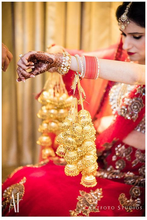 When the bride gets her mehendi outfit and jewellery all the way from Pakistan, you know she is a stickler for detail :) Trisha's wedding is equal parts glamour and equal parts kitsch , but always gorgeous - right from the varied decor at the mehendi to her own outfits . Captured to
