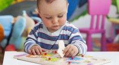 Estimulación cerebral en los niños Los niños tienen una enorme capacidad para aprender a diferencia de lo sbebés. Es un hecho comprobado que a partir de seis meses de edad algunos niños ya son capaces de absorber las imágenes y sonidos que harán una diferencia en la forma de ver el mundo. Pero muchos no reciben ningún estímulo y se esperan hasta que la escuela comience  alrededor de 5 años de edad antes de su primera lección se lleve a cabo.