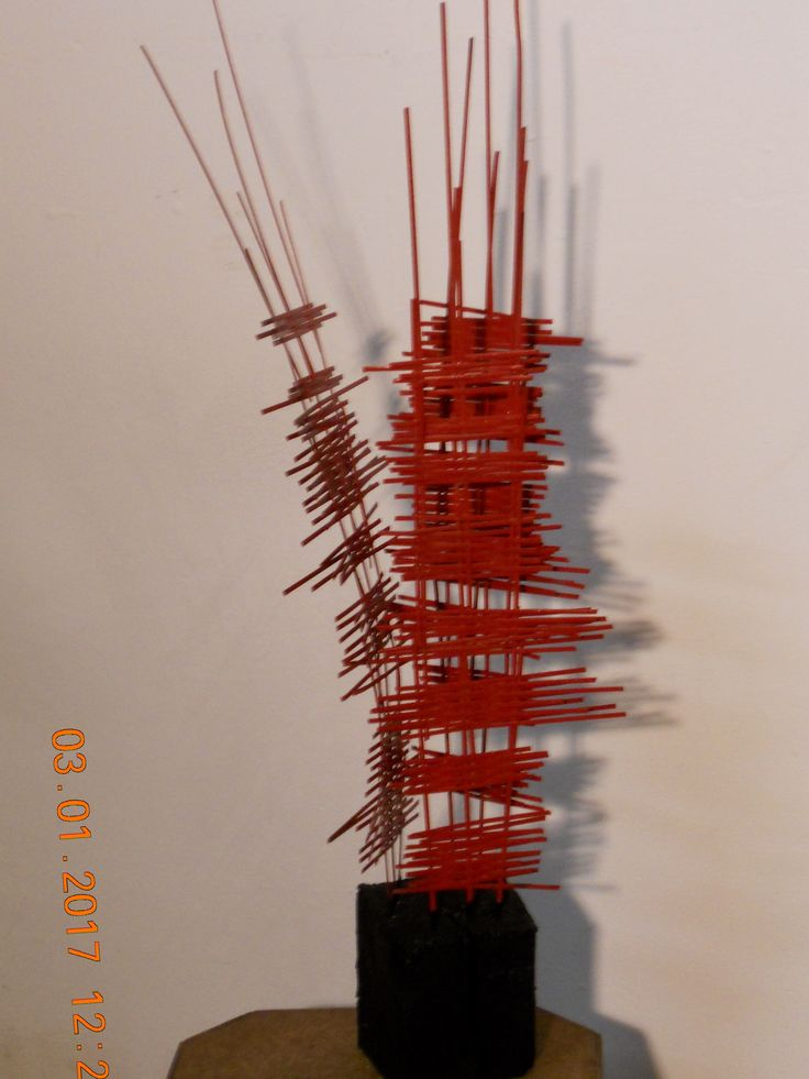"""Sculpture """"le rouge et le noir"""". Environ 24 pouces."""