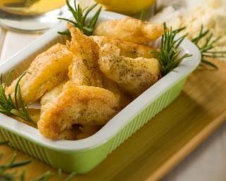 Croquettes de poulet light au romarin : http://www.fourchette-et-bikini.fr/recettes/recettes-minceur/croquettes-de-poulet-light-au-romarin.html