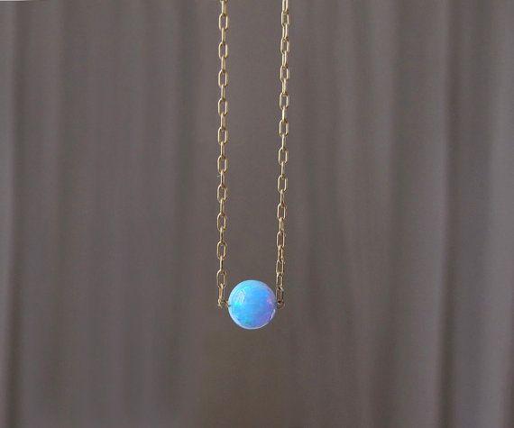 collar de ópalo azul brillante en el collar por sticksandstonesny
