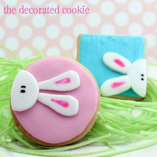 Don't have a bunny cookie cutter? Try decorating circle and square cutouts with these cute peek-a-boo bunnies #easter #cookies #bunny