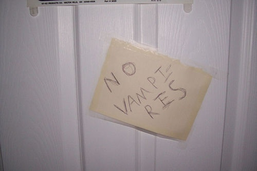 9 Creative 39 Keep Out 39 Signs Kids Hung On Their Bedroom Doors Kid Creative And Signs