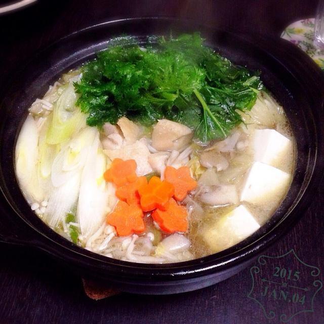 今日はあすちゃんと鍋で新年会ー!  干しエビや昆布、鶏肉やキノコ類でいいだしが出ました(・ω´-ゞ) シメはお決まりの雑炊で♡ 2人で買い物も行って、いっぱい話もして今年はお互いもっと頑張ろうと心に決めました!!(笑) - 68件のもぐもぐ - 塩ちゃんこ鍋ー(^з^)♡ by amumu