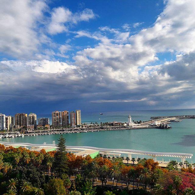 No rain, no flowers🌷  ➡️ www.malagatrips.com ------------------------------------ Sin lluvia, no hay flores🌷  ▪▪▪▪▪▪▪▪▪▪▪▪▪ #Malaga #Malagatrips #malagatours #christmas #travel #rain #harbor #puertodemalaga #lluvia #navidad #nubes #clouds #visitmalaga #holiday