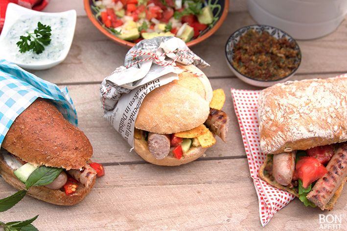 Een hotdog is het bekendste broodje worst, maar een Italiaanse, Griekse en een Mexicaanse versie is ook lekker en simpel. Lees verder op BonApetit!