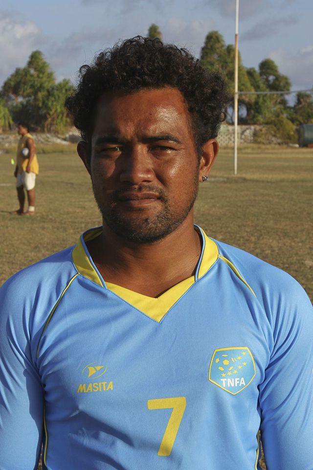 Jelly Selau is een Tuvaluaans voetballer die uitkomt voor Manu Laeva.