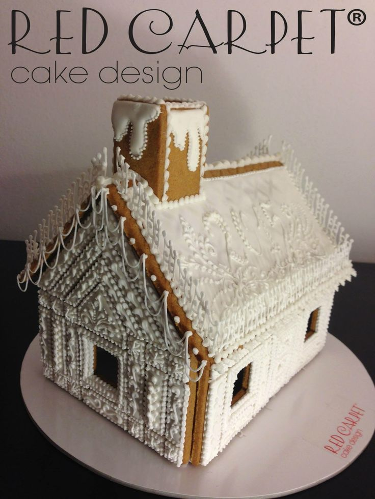 White Gingerbread House: xmas is Royal Icing time! By RedCarpetCakeDesign www.redcarpetcakedesign.it