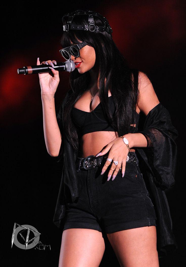 Rihanna concert performance style x Jay Z