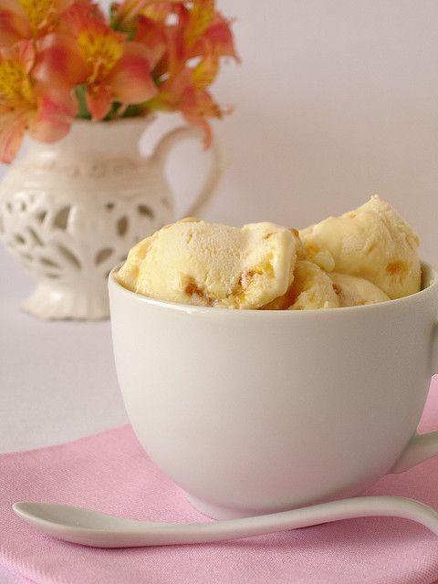 Creme brulée ice cream / Sorvete de creme brulée by Patricia Scarpin, via Flickr