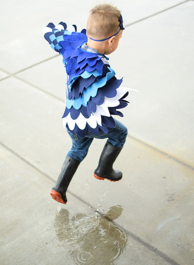 Playing in the puddle in the spring rain as a little bird. - BHB Kidstyle