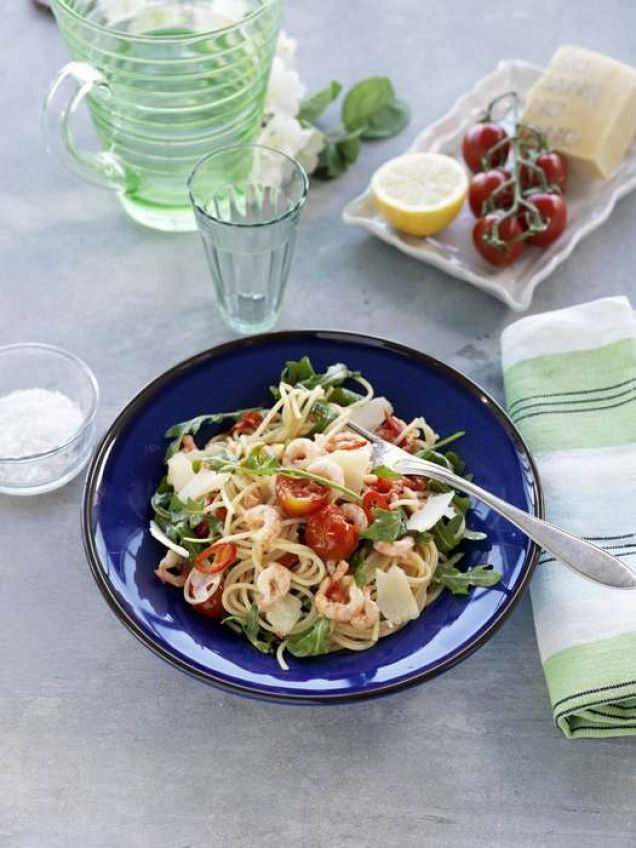 Denna fantastiska måltid innehåller parmesanost, räkor, vitlök och citron.