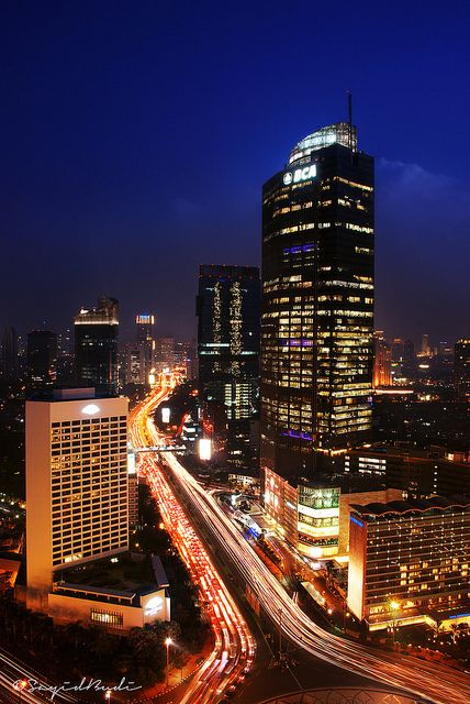 Mandarin Oriental in the foreground and traffic on Jalan Sudirman