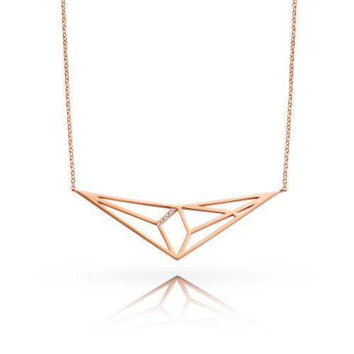 Gedragen op de blote huid zet de Prism ketting het vrouwelijke plekje rond je sleutelbeen in de verf. Wanneer je het draagt op de kleding, vormt het een moderne en opvallende kraag.