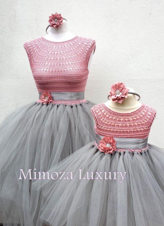 He encontrado este interesante anuncio de Etsy en https://www.etsy.com/es/listing/230629412/madre-hija-juego-vestidos-de-adulto