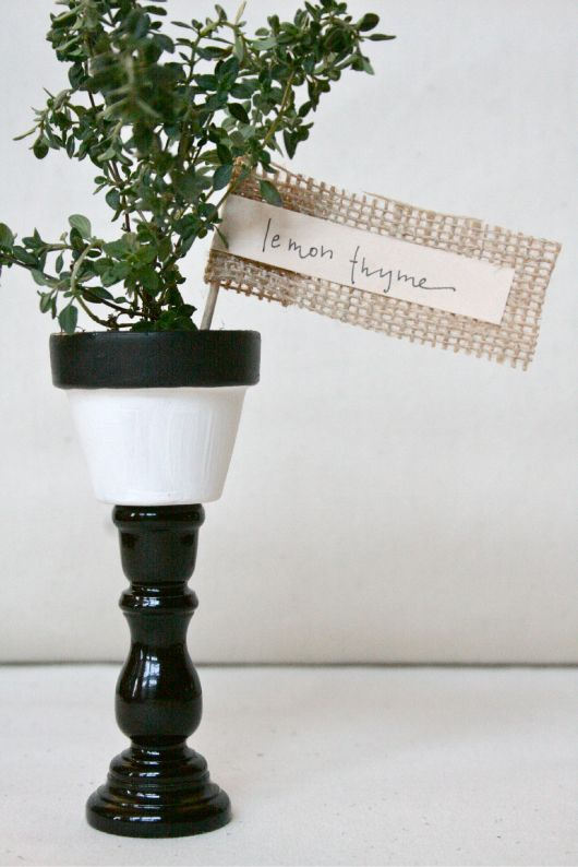 Love this wedding favor idea she took a mini terra cotta for Small terracotta pots crafts