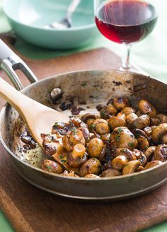 For mushroom lovers! Fantastic sautéed mushrooms recipe with garlic, white wine and lemon @bestrecipebox