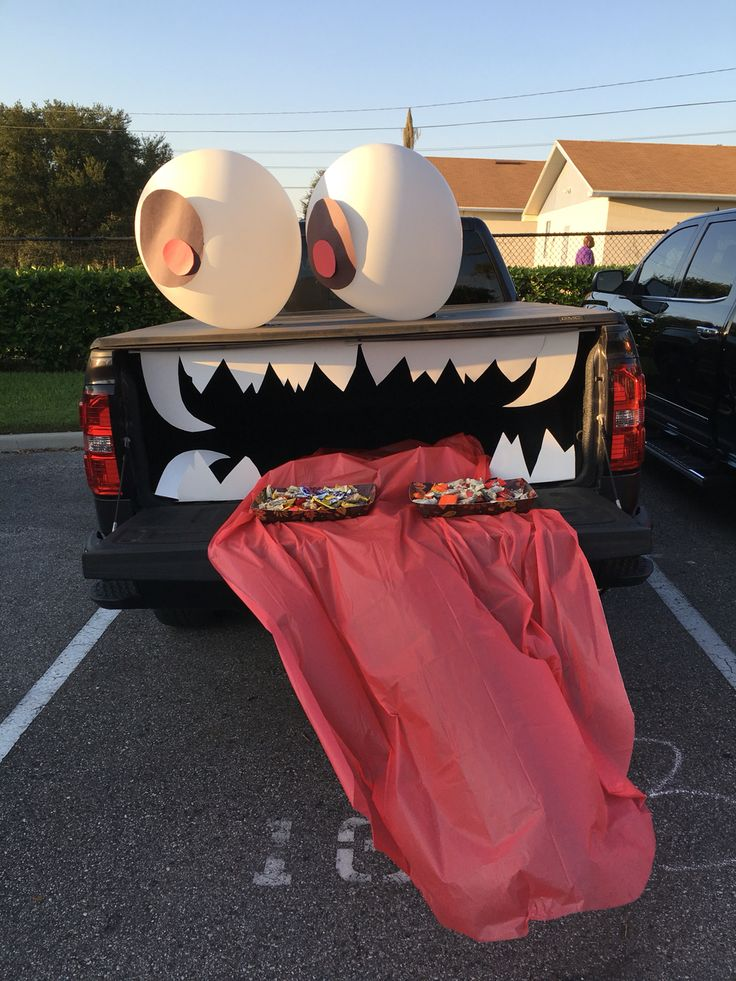 how to decorate the back of truck for halloween trunk or ...