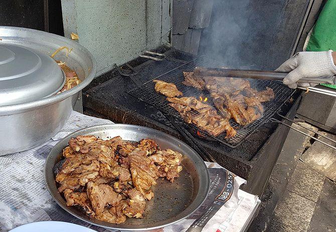 [권순홍의 맛집] 제기동 돼지갈비 - 감초식당 - 시니어조선 :::: 삶의 정상에 서다! - 문화 > 맛기행