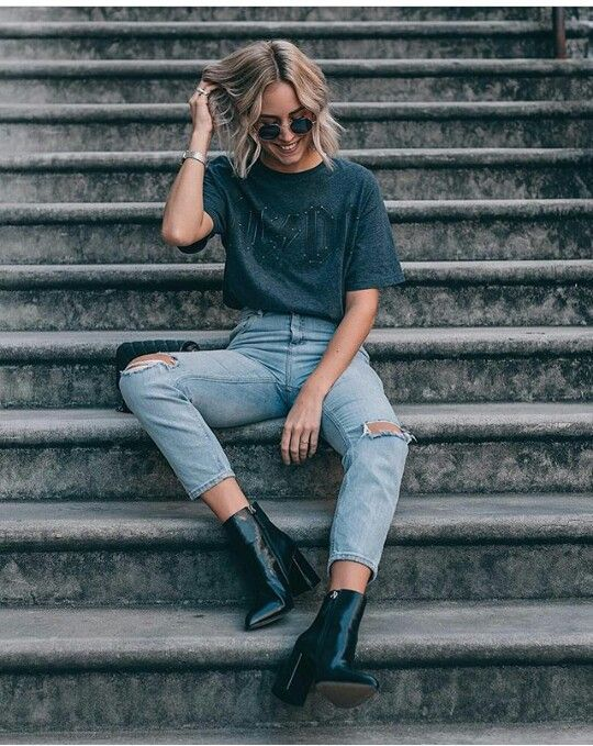 Sommeroutfits: Jeans. Stiefel T-Shirt. Sommer. Inspiration suchen.