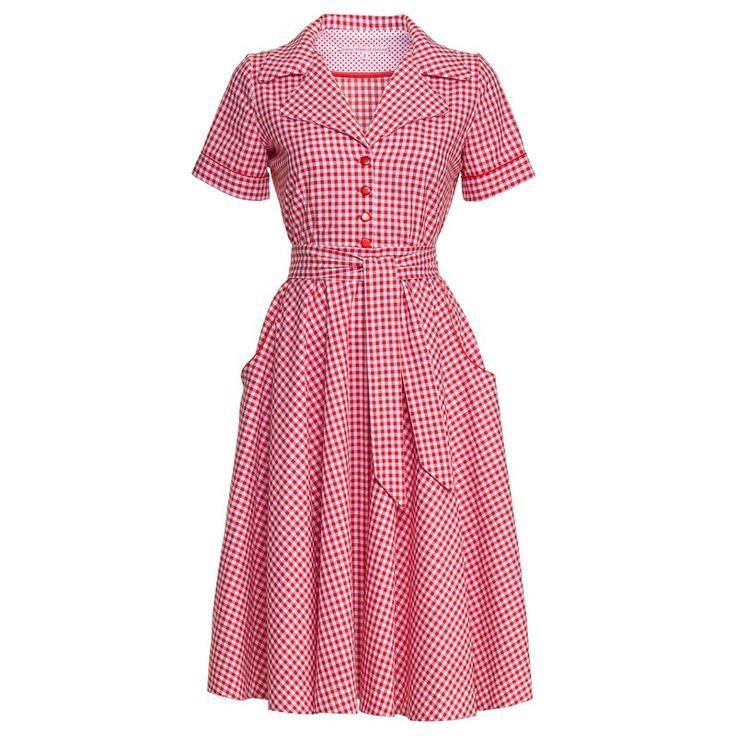 Mary BBQ - Geweldige katoenen rood/wit geruite jurk met korte mouwen, los breed striklint én rode verstelbare elastieken riem.  Rood biesje langs zakken en mouwen. Prachtig afgewerkt met wit/rood stippenstofje.  Volle-cirkelrok, kan dus ook met petticoat gedragen worden! Sluit met een blinde rits in je zij en met rode knoopjes voor, is voorzien van een volle cirkel-onderrok van wit viscose, afgewerkt met rood katoenen kant (zie detailfoto's).  Voor dat vintage gevoel in je nieuwe ...