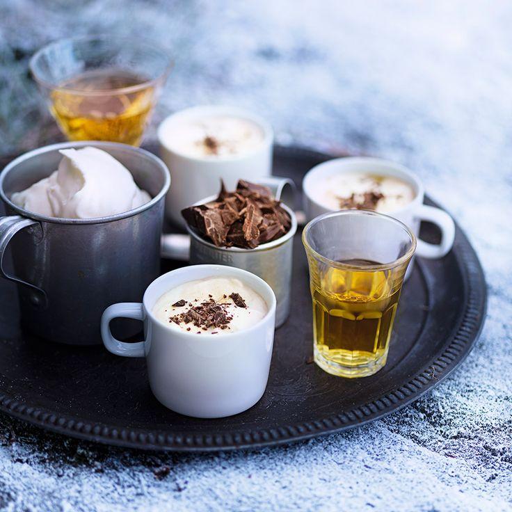 Varm choklad med rom är gott och värmande i kylan. Passar även efter maten framför brasan.