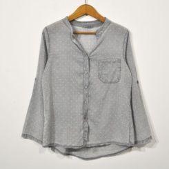 Camisa gris estrellas