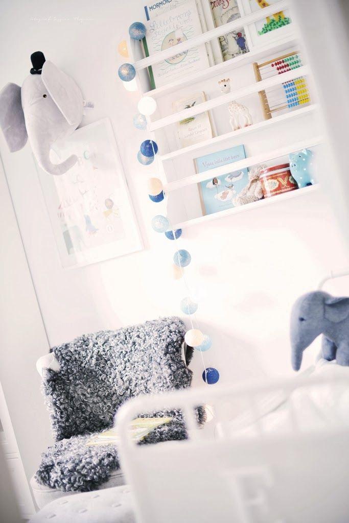 ljusslinga och färger, vitt, grått och blått Barnrum
