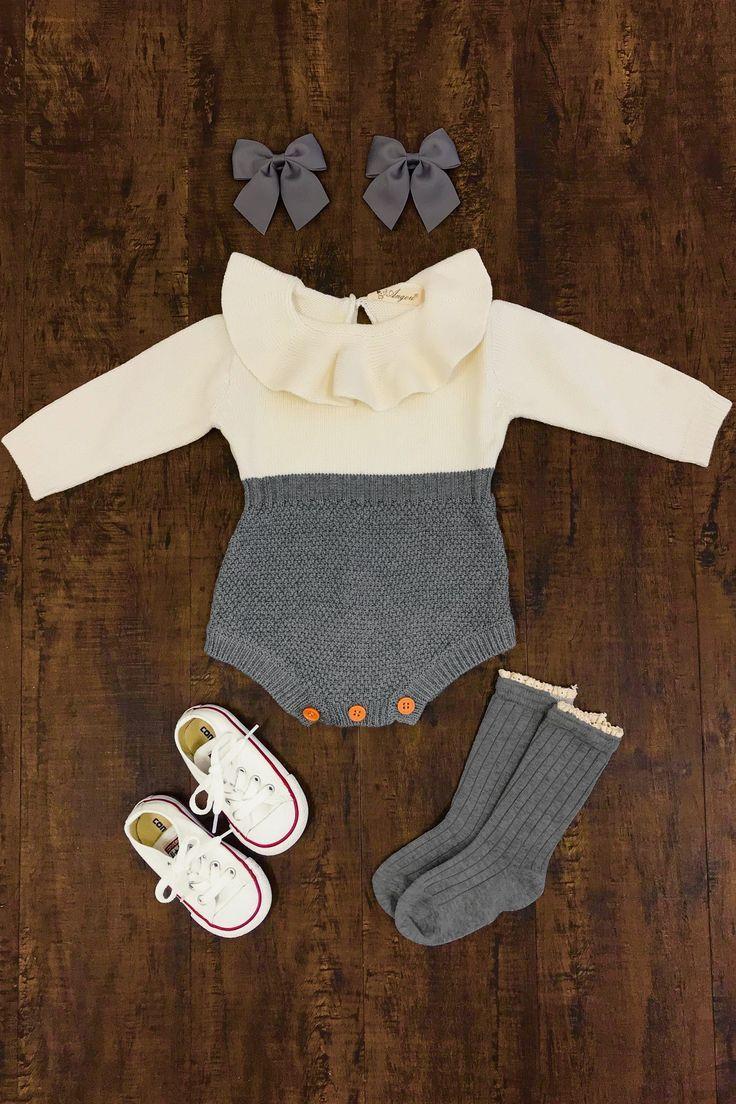 Barboteuse en tricot gris et crème presentbaby.com, une jolie petite fille bébé, des vet …   – Baby