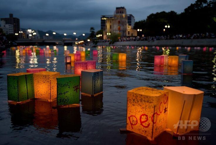 広島市の原爆ドーム(Atomic Bomb Dome)前を流れる元安川(Motoyasu River)で行われた灯籠流し(2014年8月7日撮影)。(c)AFP/TORU YAMANAKA ▼6Aug2014AFP|原爆の日の広島で灯籠流し、平和願う http://www.afpbb.com/articles/-/3022487 #Toronagashi #Motoyasu_River #Hiroshima #Aug6 #WWII #atomic_bombing #Genbaku_Dome