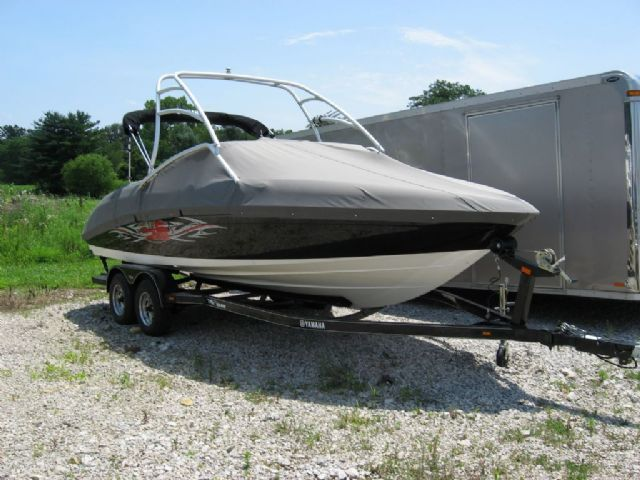 23 feet  2006 Yamaha AR230 Jet Boat , Black/White, 80 miles for sale in Sunbury, OH