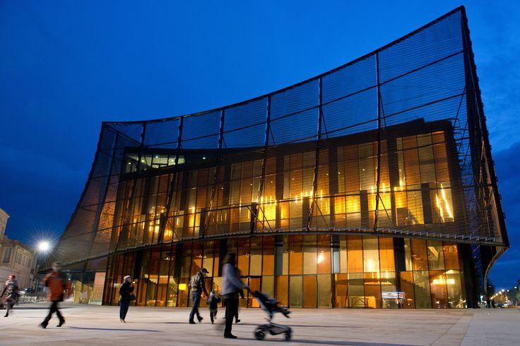 Le Grand Théâtre d'Albi habillé d'un rideau métallique : 08-04-2014 - Batiweb.com