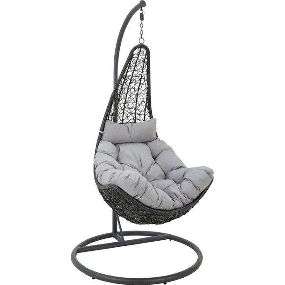 In diesem Hängesessel von AMBIA lassen Sie wahrlich die Seele baumeln. Der schalenförmige Sessel ist an einem stabilen Gestell aus pulverbeschichtetem Metall angebracht und hält so ein einzigartiges Sitzgefühl für Sie bereit. Frei schwingend reagiert der Hängesessel auf Ihre Bewegungen und garantiert so luftig-leichten Komfort beim Lesen und Relaxen. Ein filigranes Kunststoffgeflecht in Schwarz macht den Sessel auch optisch zu einer wahren Bereicherung in Ihrem Auß
