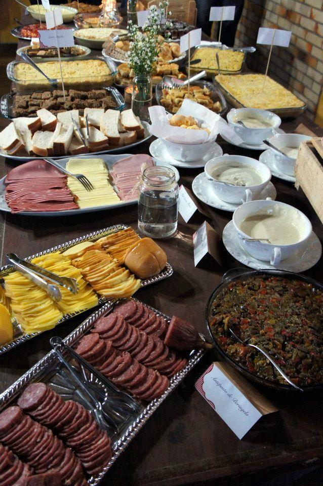 Delícias do Café Colonial. Atenção! Vá com muita fome porque a mesa só tem começo...