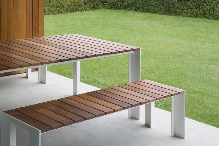 Let's start to prepare our outdoor space for this springtime! This is a STUA Deneb table with teak top. DENEB: www.stua.com/design/deneb