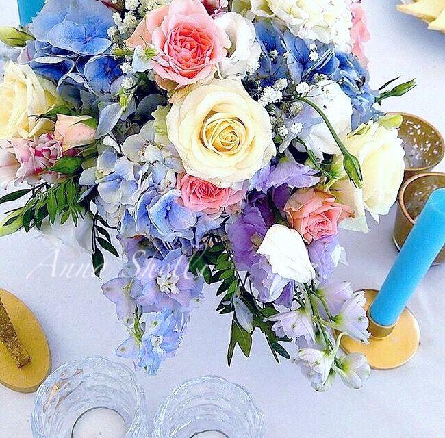 Цветочная композиция  Голубые цветы  Оформление гостевых столов  Цветы на стол гостей Букет для гостей  Оформление свадьбы  Голубая свадьба