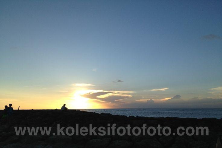 Foto Sunset Tertutup Awan Berbentuk Burung