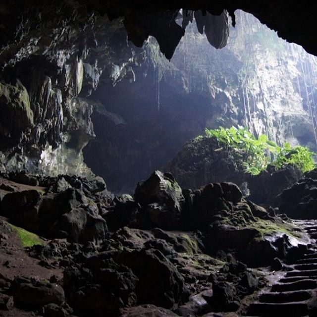 Batu cermin cave...#labuanbajo #flores #ntt #nature #beauty #beauty_of_nature_ #indonesia #pesonaindonesia #wonderfullindonesia #igphotomagic #instapic #instagood