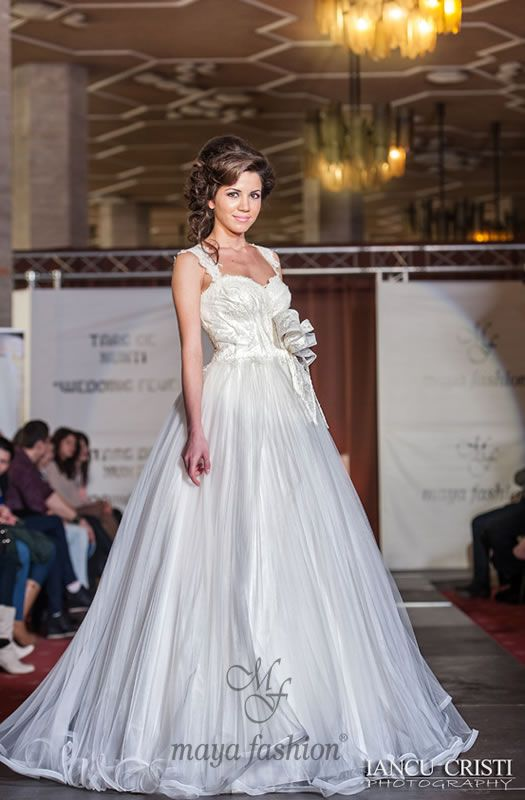 http://www.mayafashion.ro/rochie-mireasa-m64-13