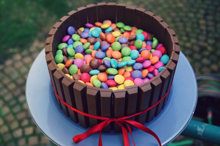 best 25 kitkat smarties torte ideas on pinterest kitkat kuchen rezept m m torte and kitkat torte. Black Bedroom Furniture Sets. Home Design Ideas