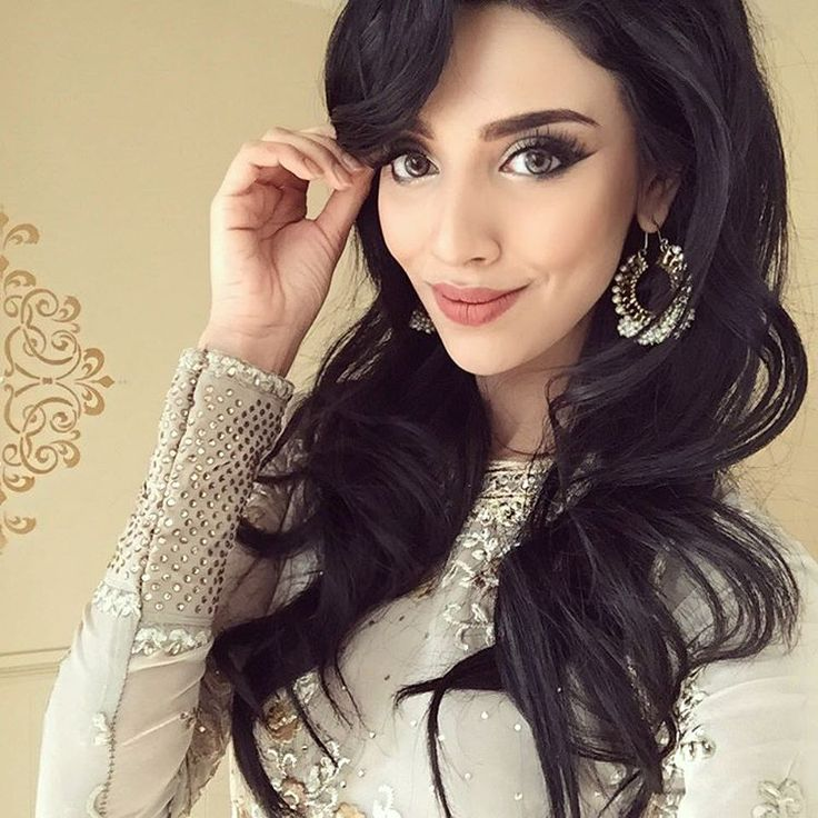 Wedding! More to come! I filmed this look as well I will get it up very soon for you guys In'Sha'Allah (YouTube: Rumena Begum) love you all! ❤️❤️❤️ Earrings from @glittzandglamz xxx