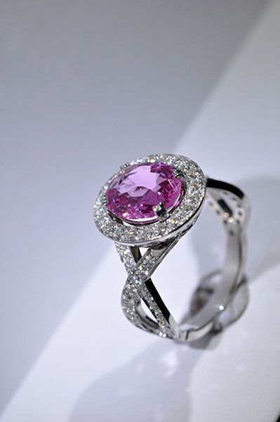 Bague saphir rose diamants or blanc